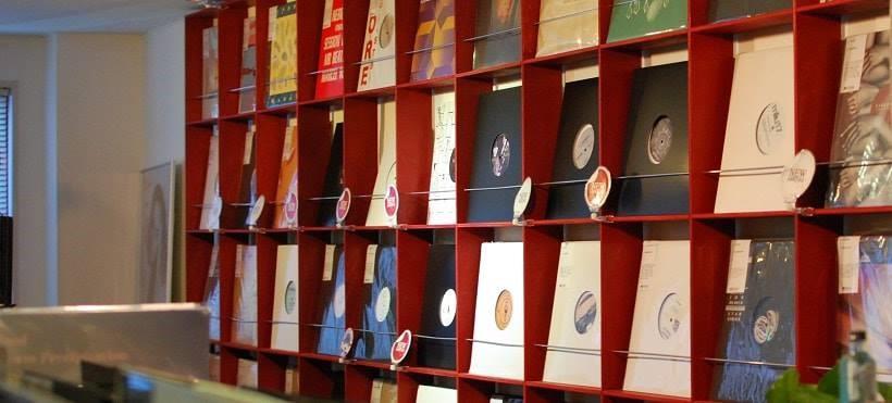 神戸のレコード専門店「Strada Records」の店内